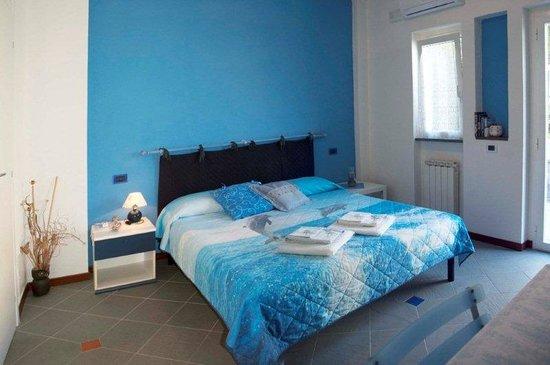 Affittacamere 5terremare: camera blu - blue room