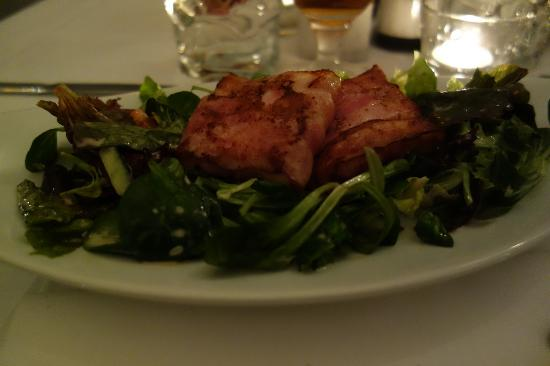 Gasthaus Woracziczky: fried goats cheese wrapped in bacon, on a bed of salad with delicious dressing