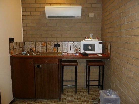 Albury City Motel : Kitchenette