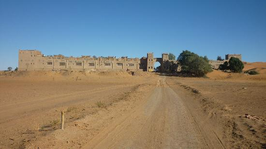 Yasmina Hotel Merzouga: Approach to the hotel is a long and very rough road of about 14K