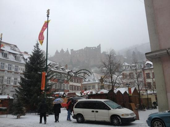 Lotte - The Backpackers: The hostel is located just a little further up the castle hill.