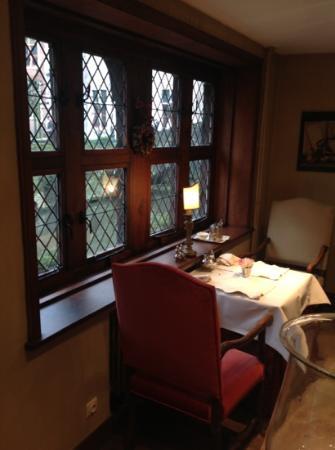 Guesthouse Bonifacius: salon et petit déjeuner, vue sur Notre Dame
