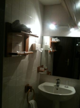 Hotel-Restaurant A l'Etoile - Logis : la salle de bain