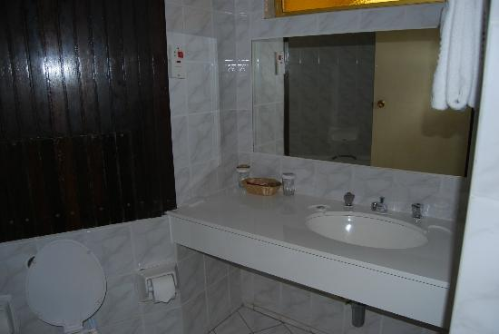 Rainbow Hotel Victoria Falls: salle de bain