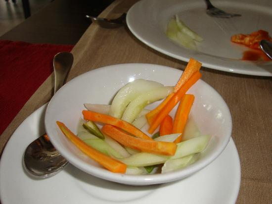 Hunan: Carrots, Cucumber and Green Chillies in Vinegar