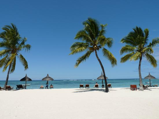 Sofitel Mauritius L'Imperial Resort & Spa: beach at day