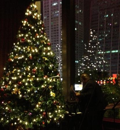 The Langham, Shenzhen: the tree and jazz trio