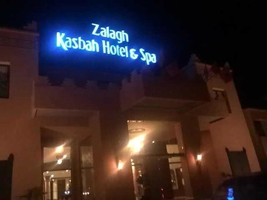 Zalagh Kasbah Hotel and Spa: Night time view
