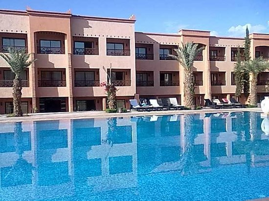 Zalagh Kasbah Hotel and Spa: Poolside and rooms,