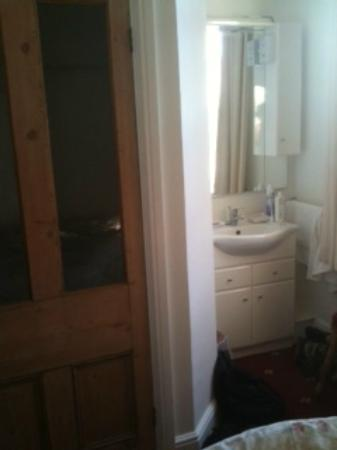 Charnwood Guest House: Bedroom. Shower/loo on left. Note bedsheets in corner right