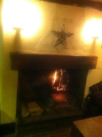 The Millbrook Inn: Real log fire!