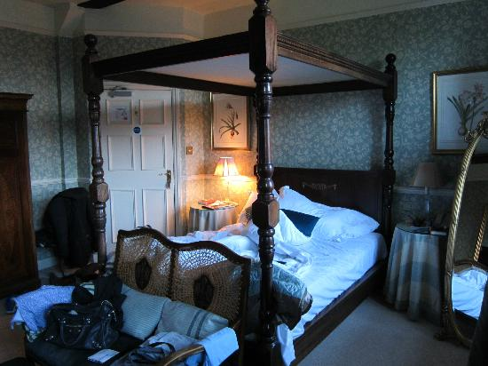 Dial House Hotel: Four-poster bed