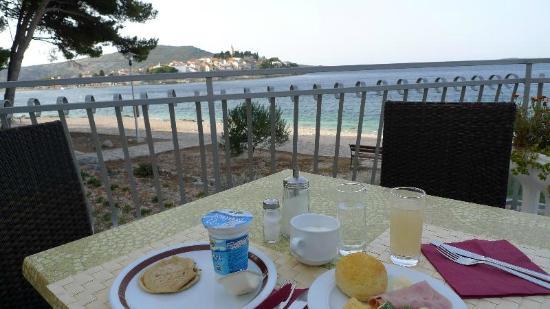 Hotel Zora: テラスでの朝食