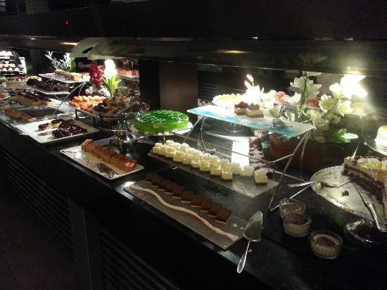 Limak Lara De Luxe Hotel & Resort: Kuchen Buffet
