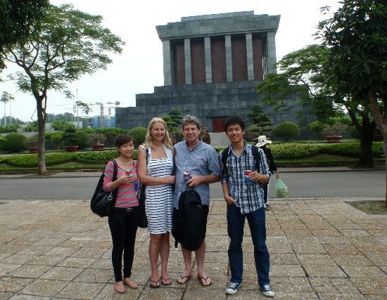 HanoiKids Tour : Wonderful Hanoi Kids guides - Ho Chi Minh complex