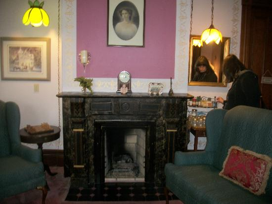Sutherland House Victorian Bed and Breakfast: beautiful fireplaces