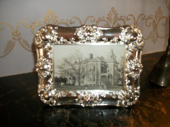 Sutherland House Victorian Bed and Breakfast: Original photo of house