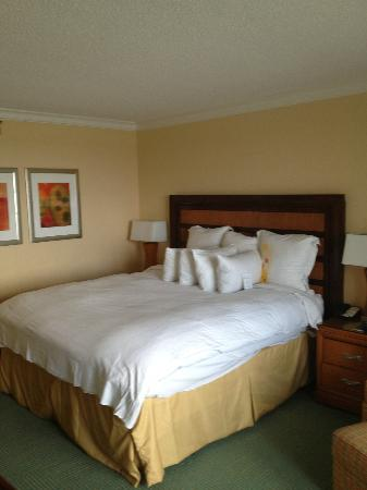 Fort Lauderdale Marriott Harbor Beach Resort & Spa: Bed