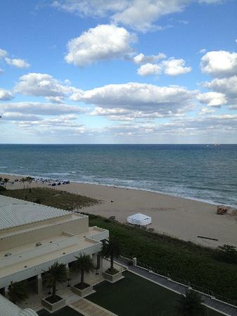 Fort Lauderdale Marriott Harbor Beach Resort & Spa: View from balcony (8th floor)