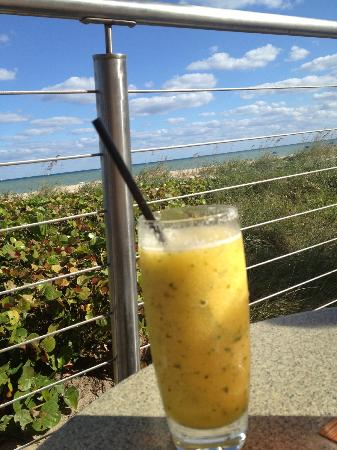 Fort Lauderdale Marriott Harbor Beach Resort & Spa: Minted Mango Margarita!