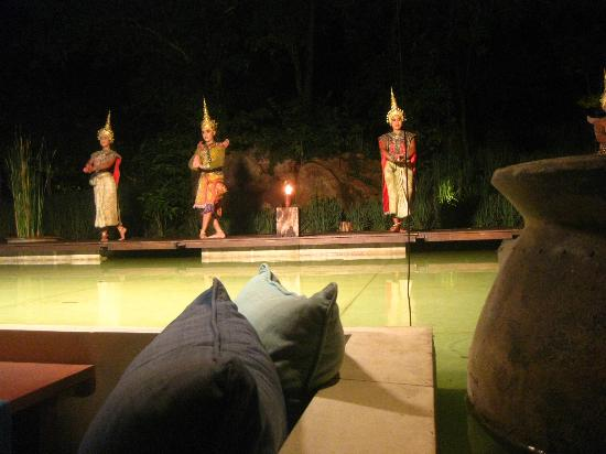 Dining on the hill: Thai dance