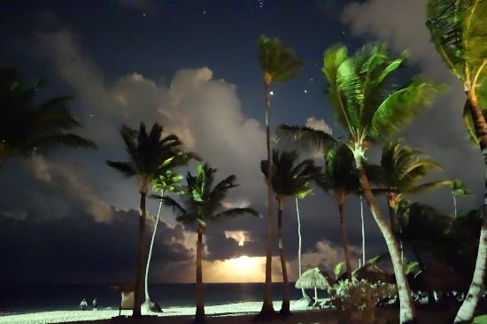Iberostar Grand Hotel Bavaro: moon illusion