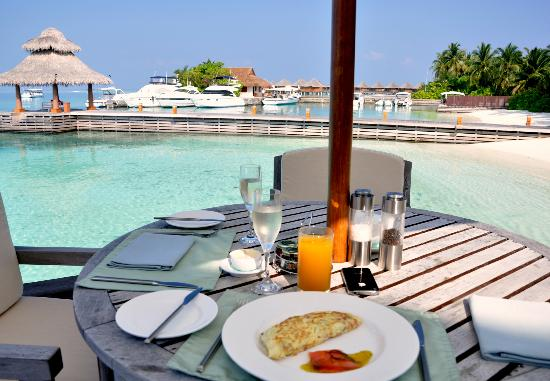 Baros Maldives: Breakfast at Lime