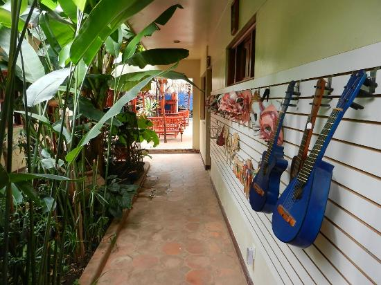 Art Hotel Managua: Going back to rooms and Pool