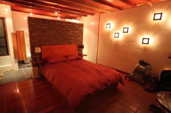 chambre decoree avec gout, propre - Picture of La Petite Porte ...