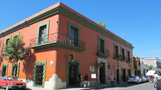 Hostal de la Noria: Blick auf das La Noria Hotel von der Straße