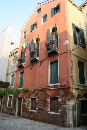 Apostoli Palace: The Hotel