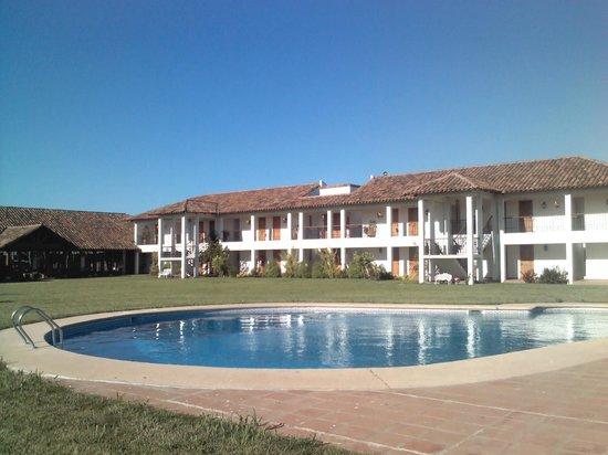 Hotel TerraVina: Piscina y hotel