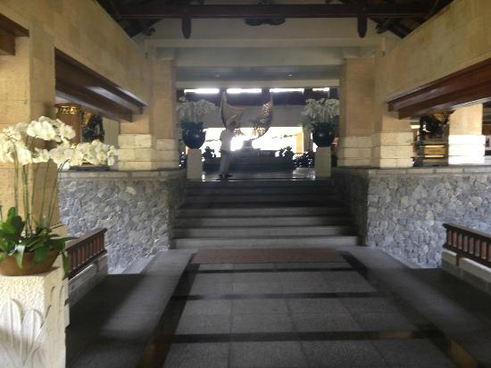INTERCONTINENTAL Bali Resort: Entrance to Lobby