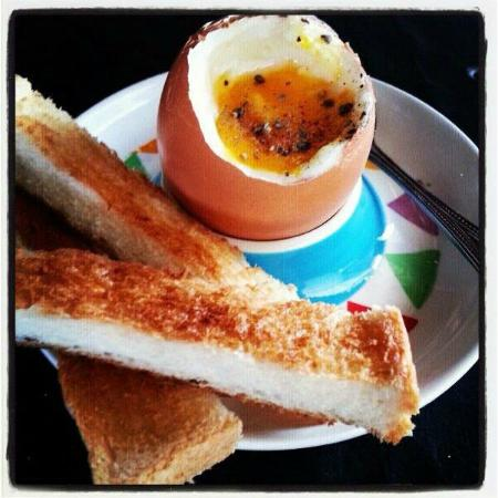 Gallery Cafe by Pinky: Eggs and toast