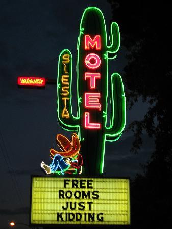 Siesta Motel: Die beste Neonreklame weit und breit