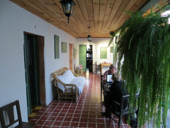 El Hostal Bed and Breakfast: Hallway outside room
