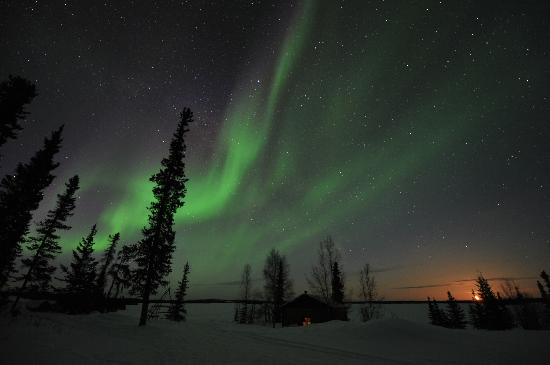 Blachford Lake Lodge: Aurora with the big moon
