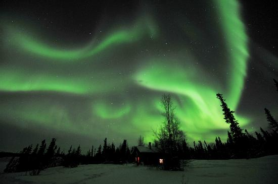 Blachford Lake Lodge: Aurora with Trappers Cabin2