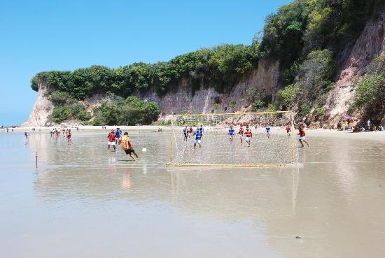 Dolphins Bay: Immancabile partita di calcio