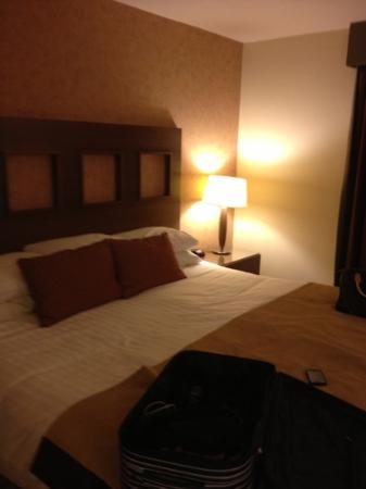 Clandeboye Lodge Hotel : lovely big bed