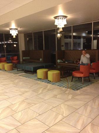 Embassy Suites by Hilton Myrtle Beach-Oceanfront Resort: Lobby Area