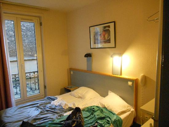 Hotel Amarys Simart: La camera, piccola ma funzionale!
