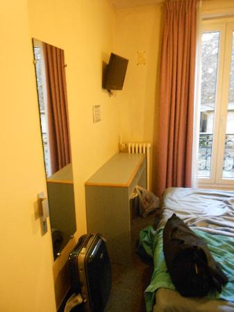 Hotel Amarys Simart: La nostra camera, piccola ma c'era tutto!