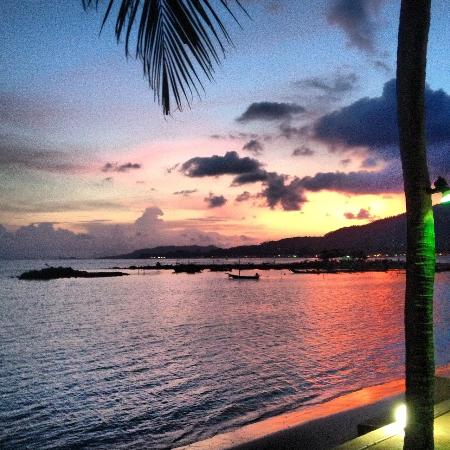 Blu' Beach Bungalows: Sunset by the beach at the resort