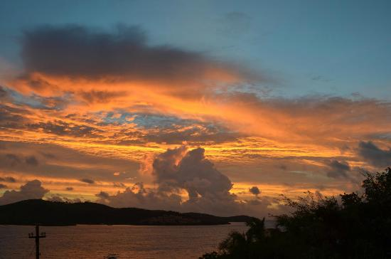 Palmetto Guesthouse: Dawn breaking over Culebra