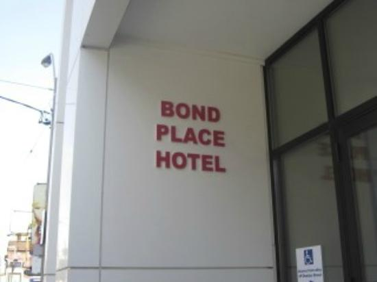 Bond Place Hotel: Front of hotel