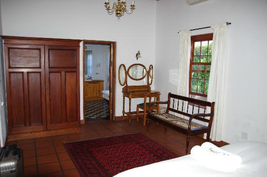 De Bergkant Lodge: Vom Schlafzimmer Blick zum Bad