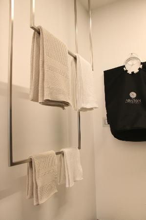 Relais Abaton, Exclusive B&B: Towels and clothes hamper