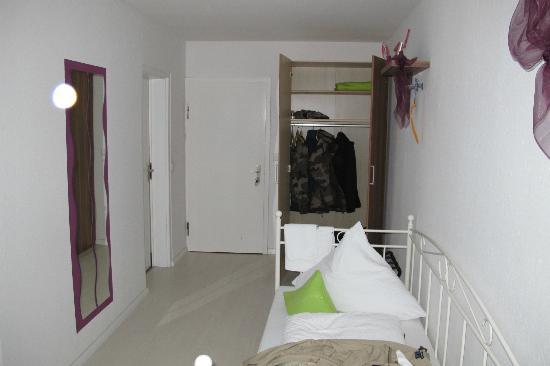 Hotel Kopa: Entrée de la chambre