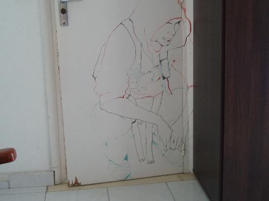 Esmeralda Beach Hotel: One of the room doors with sketch by an artist who stayed there many years ago.